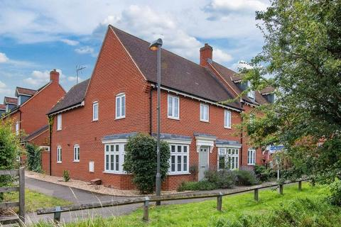 4 bedroom semi-detached house for sale - Wardens Path, Aylesbury