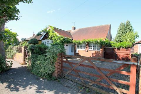 4 bedroom property for sale - Parkland Road, Ashford, TW15