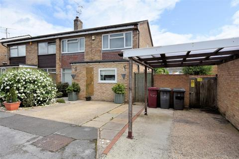 4 bedroom semi-detached house for sale - Wynford Close, Reading