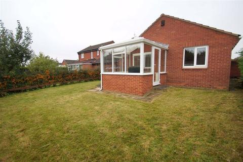 3 bedroom detached bungalow for sale - Hertford Lawn, Leeds