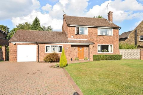 4 bedroom detached house to rent - Butlers Court Road, Beaconsfield, HP9