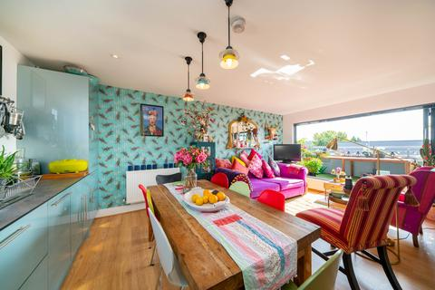 2 bedroom penthouse for sale - Dell Court, Berkhamsted HP4