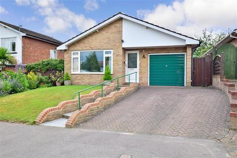 2 bedroom detached bungalow for sale - Burnt House Close, Wainscott, Rochester, Kent