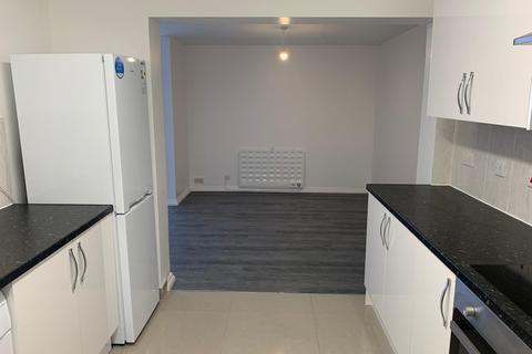 3 bedroom flat to rent - Fairholme Crescent, UB4