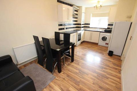 3 bedroom terraced house to rent - Avon Place, Reading.