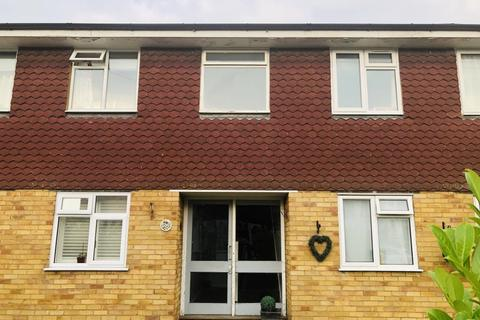 2 bedroom maisonette for sale - Watersplash Road, Shepperton, TW17
