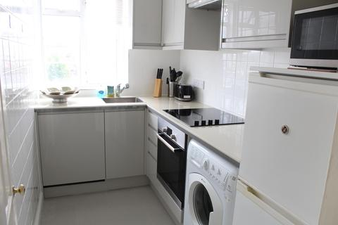 3 bedroom flat to rent - West Kensington Court, Edith Villas, London, W14