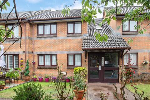 2 bedroom flat for sale - Berryscroft Court, Berryscroft Road, Staines-Upon-Thames, TW18