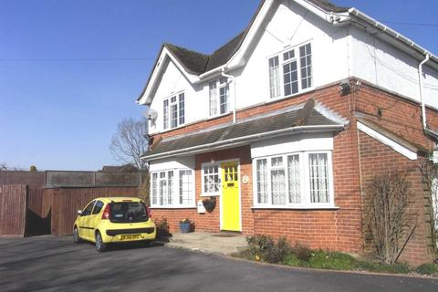 Studio to rent - Sulhampstead Road, Burghfield Village