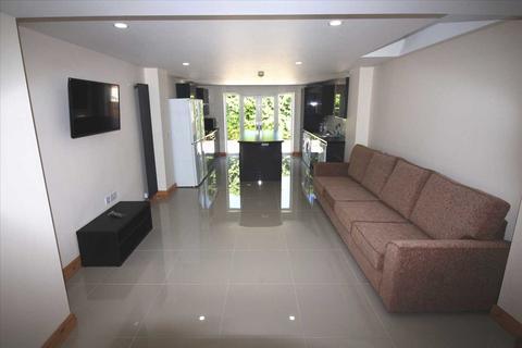 5 bedroom house share to rent - Queen Street, Pontypridd