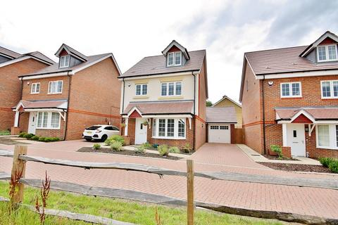 4 bedroom detached house for sale - Guernsey Way, Knaphill
