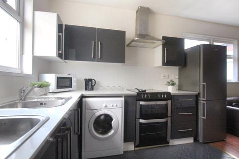 3 bedroom apartment to rent - Dickenson Road