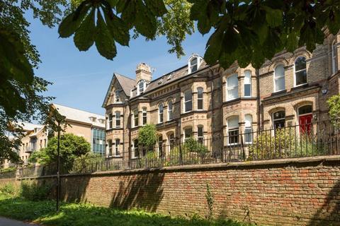 5 bedroom terraced house for sale - Marlborough Villas, York, YO10