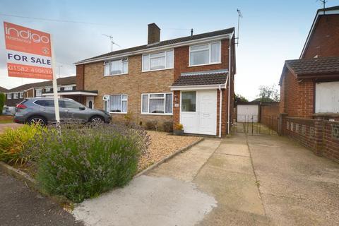 3 bedroom semi-detached house for sale - Galston Road, Sundon Park, Luton, Bedfordshire, LU3 3JZ