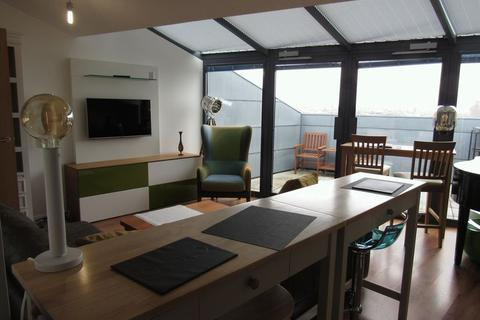 2 bedroom penthouse to rent - Mann Island, Liverpool