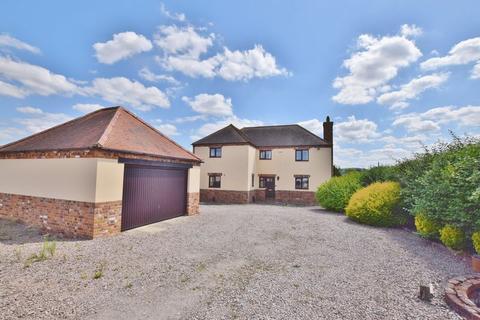 4 bedroom detached house to rent - Marsh, Aylesbury