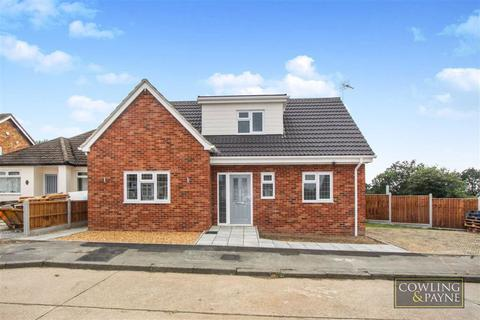 2 bedroom chalet for sale - Wick Beech Avenue, Wickford, Essex