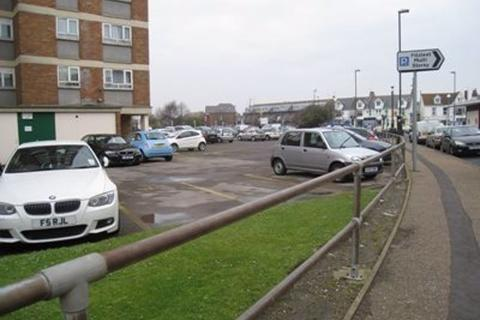 Garage to rent - Queensway, Bognor Regis