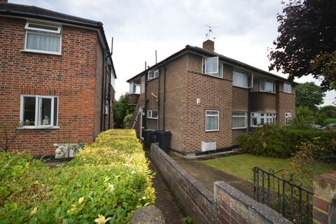 2 bedroom flat for sale - Meadow Close, London