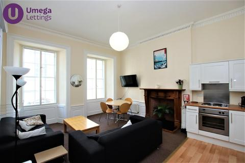 4 bedroom flat to rent - South College Street, Old Town, Edinburgh, EH8