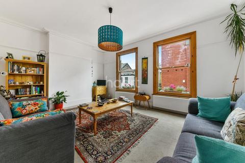 3 bedroom maisonette for sale - Morrish Road, London, SW2