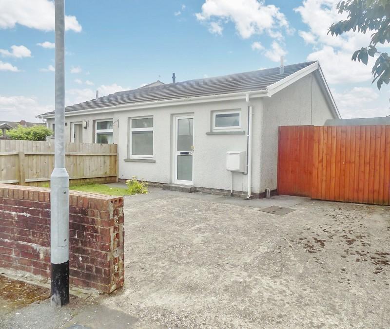 Retirement Bungalows For Sale: Heol-yr-onnen, Pencoed, Bridgend. CF35 5PF 1 Bed Semi