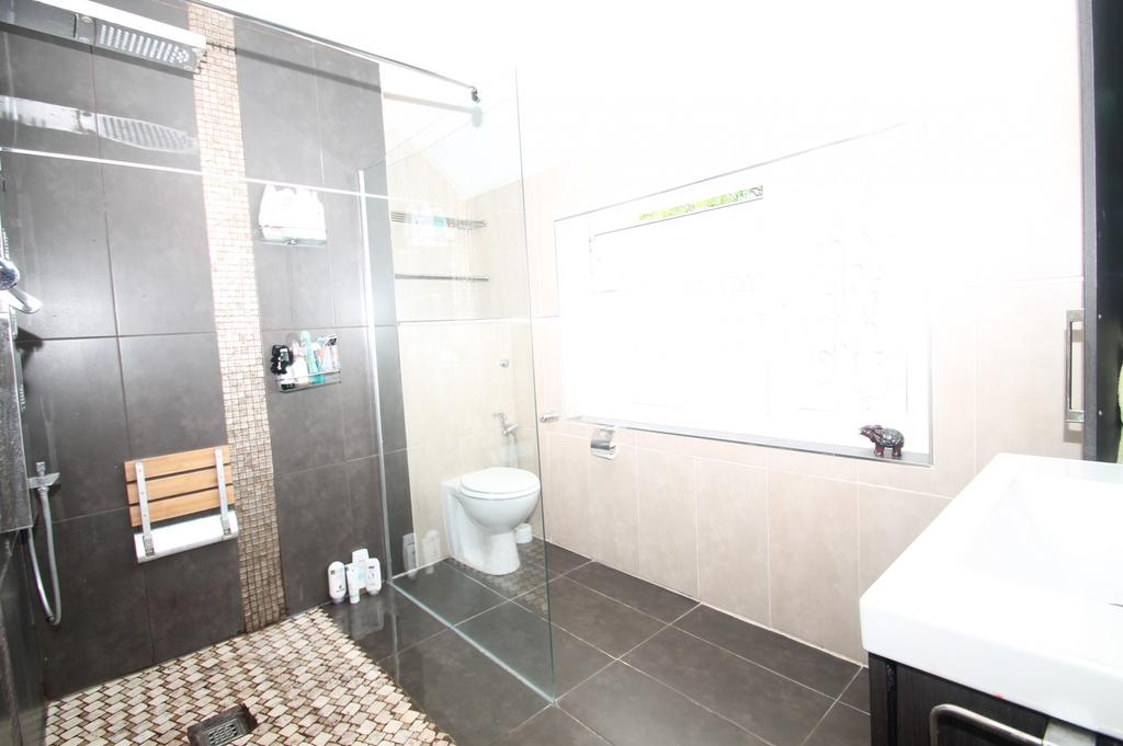 Wilmot Road Purley Surrey Cr8 3 Bed Maisonette For Sale