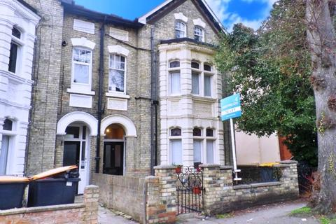 Studio to rent - Chaucer Road, Bedford