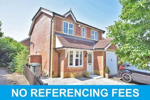 3 bedroom detached house to rent - Lockham Farm Avenue, Maidstone