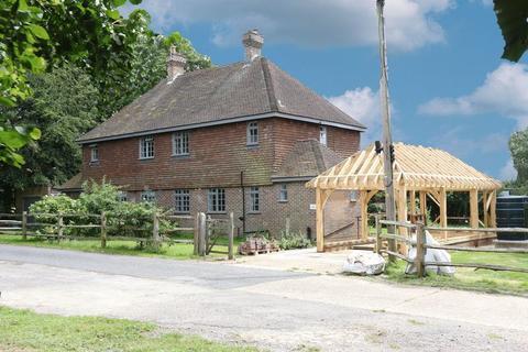 3 bedroom semi-detached house to rent - Cuckfield Road, Burgess Hill