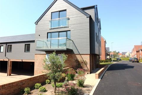 3 bedroom flat for sale - Kingsley House, St Luke's Park, Runwell, Wickford, SS11