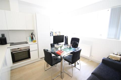 Studio to rent - Sail Loft Court, London