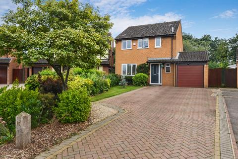 4 bedroom detached house for sale - Eden Way, Bicester