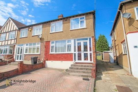 3 bedroom end of terrace house for sale - River Way, Loughton, IG10