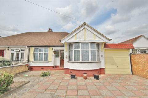2 bedroom bungalow for sale - Chester Avenue, Twickenham, TW2
