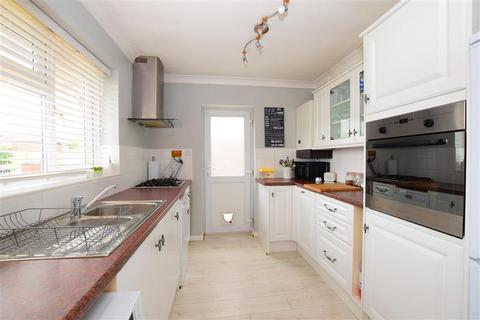 2 bedroom detached bungalow for sale - Hawth Park Road, Seaford, East Sussex