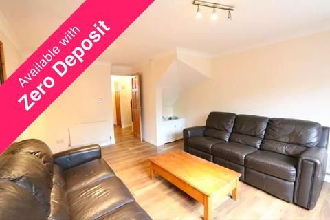 2 bedroom terraced house to rent - Ashbourne Road, London CR4