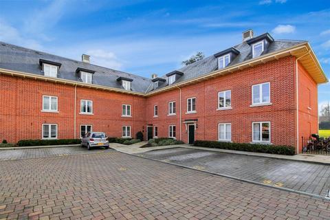 2 bedroom apartment for sale - Henmarsh Court, Balls Park, Hertford