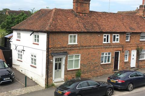 2 bedroom end of terrace house for sale - Wycombe End, Beaconsfield, HP9