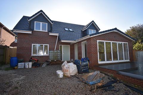 4 bedroom detached house for sale - St Nicholas Close, Exeter