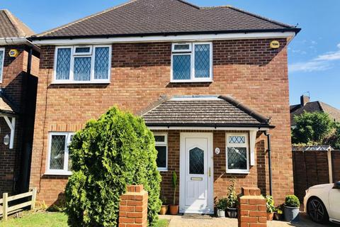 3 bedroom detached house for sale - Saxon Road, Ashford, Middlesex, TW15