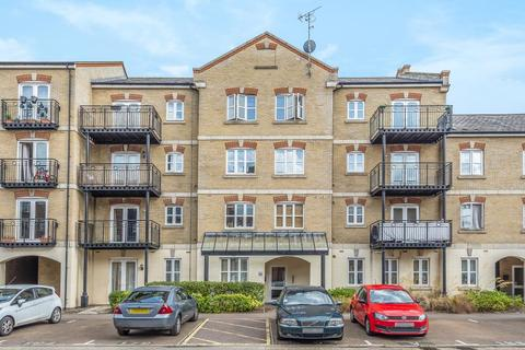 2 bedroom flat for sale - Coxhill Way, Aylesbury, Close to the station, HP21