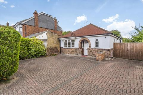 3 bedroom detached bungalow for sale - Groveley Road, Sunbury on Thames, TW16