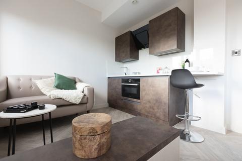 Studio to rent - Little Lever Street