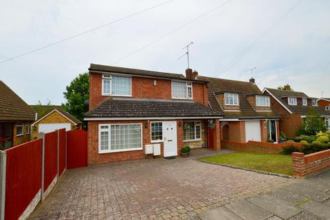 4 bedroom detached house for sale - Truro Gardens, Icknield, Luton, Bedfordshire, LU3 2AP