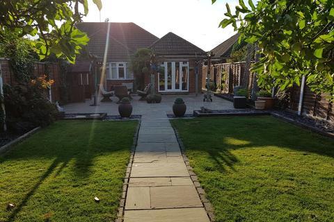3 bedroom semi-detached bungalow for sale - Hithermoor Road, Stanwell Moor, TW19