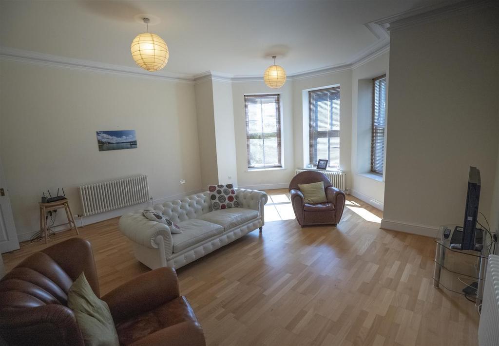 15 Ranmoor Park Livingroom2 (1).jpg