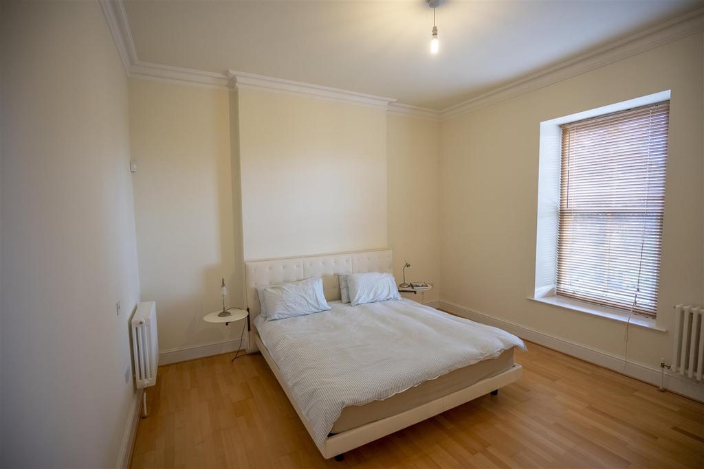 15 Ranmoor Park Master Bedroom (1).jpg