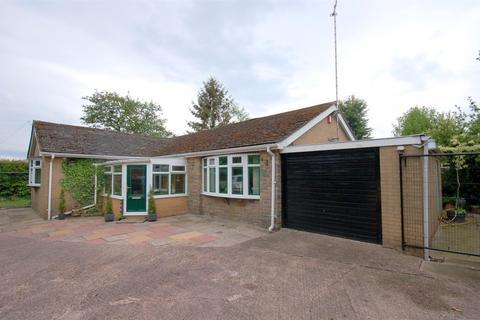 2 bedroom detached bungalow for sale - Gainsborough Road, Crewe
