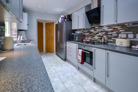 4 bedroom terraced house to rent - Briants Avenue, Caversham, Reading, Berkshire, RG4 5AY - First Floor Back Bedroom